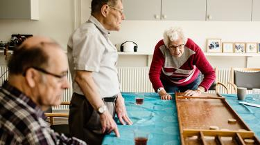 En ny type plejehjem er kommet til Danmark. Inspirationen til de såkaldte demenslandsbyer er hentet i Holland, men ikke alle er lige begejstrede: Konceptet beskyldes for at være et uærligt teater, der er til for de raske snarere end de syge