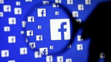 En sikkerhedsfejl har afsløret identiteten på 1000 af Facebooks moderatorer - en af dem er nu på flugt fra personer mistænkt for terrorisme
