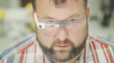 Googlebrillerne med indbygget kamera og whatnot, der blev udskammet kort efter lanceringen, har nu fundet nyt liv på fabriksgulvet