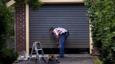 Robert Martin klagede over sin internetforbundne garageåbner og efterlod en harsk anmeldelse af produktet Garadget på Amazon. Det fik firmaet bag til at bruge deres magt over produktet til at lukke forbindelsen.