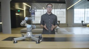 Selv om frygten for at robotter overtager vores arbejde dominerer debatten, er det mest sandsynlige scenarie ifølge eksperter, at vi i højere grad kommer til at samarbejde med robotter i fremtiden. For at det skal lykkes skal robotterne lære fire basale menneskelige egenskaber