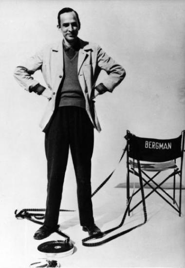 Instruktøren Bergman instruerede flere end 60 film- og tv-produktioner. Blandt højdepunkterne står film som 'Det syvende segl' (1957), 'Ved vejs ende' (1957), 'Persona' (1966) og 'Fanny og Alexander' (1982) samt tv-serien 'Scener fra et ægteskab' (1973). Her er han fotograferet under optagelserne af -Tystnad- fra 1963.