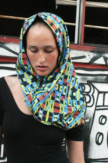 a9ec54f7460 Ifølge designskolestuderende Yasamin Zafar har mønstrene på hendes  hybridtørklæder meget tilfælles med traditionel islamisk kunst.