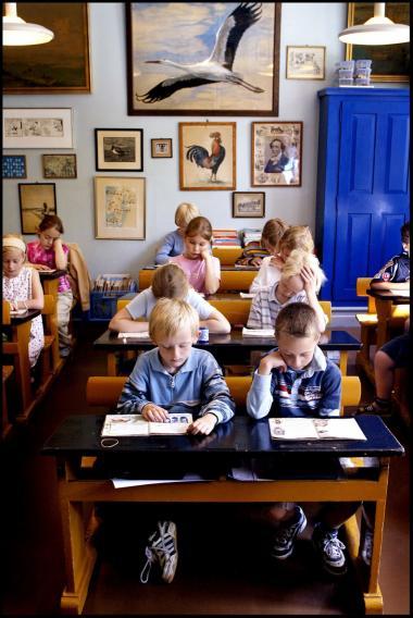 -Det er en kulturpolitisk skandale, at politikerne arbejder for et undervisningssystem i verdensklasse, mens de samtidig nedlægger dette unikke museum, der kan dokumentere og formidle skolens historie,- siger lederen af Dansk Skolemuseum, Keld Grinder-Hansen.