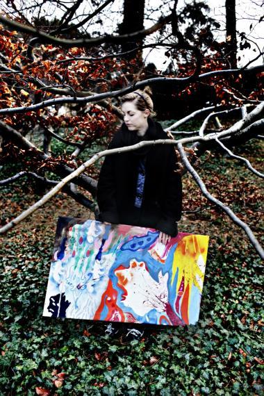 Ida Kvetny beskriver sin kunst som dualistisk: Det abstrakte over for det detaljerede, det kontrollerede over for det ukontrollerede, det geometriske over for det organiske.
