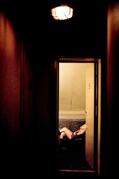 Lovgivningen er den største hæmsko for, at prostituerede kan blive medlem af en fagforening og a-kasse. For så længe prostitution ikke bliver anerkendt som erhverv, kan fagforeninger og a-kasser ikke optage prostituerede.