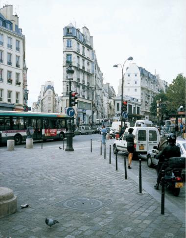 Clash. Sammenstød mellem boulevardgennembrud og ældre bydele ved Porte St.-Denis, Paris.