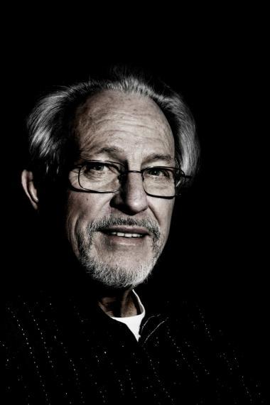 Helmuth Nyborg var ansat ved Aarhus Universet fra 1968 til 2007 som intelligensforsker og psykologiprofessor. Med sin forskning har han tidligere gjort sig kontroversielt bemærket med, at kvinder er dummere end mænd, og at sorte mennesker er mindre intelligente end hvide.