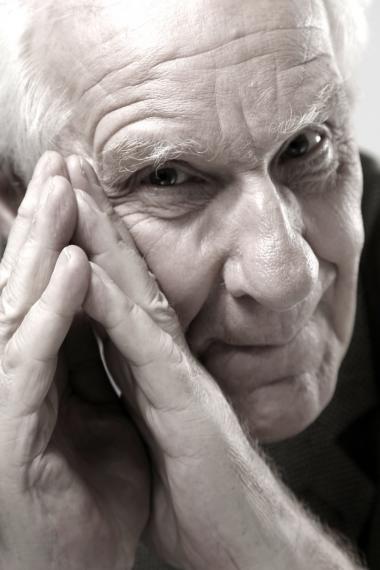 Alain Badiou. Født 1937.  Hovedværk: 'L'être et l'événement', (Væren og begivenheden) 1988. På dansk er bl.a. udkommet 'l'Ethique', 1993 (Etikken), 'Abrégé de métapolitique', 1988 (Grundrids af metapolitikken), og 'Manifeste pour la philosophie', 1993, (Manifest for filosofien).