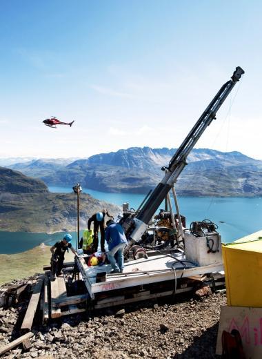Den kinesiske interesse for Grønland er voksende, og det skyldes i høj grad de mange mineraler og råstoffer i den grønlandske undergrund. Billedet her er fra prøveboringer på Kvanefjeldet.