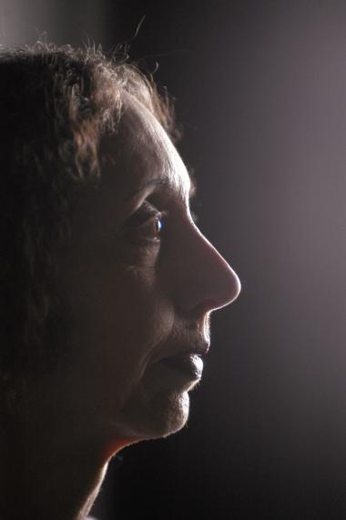 I morgen bliver Nobelprisen i litteratur uddelt. Avisens kulturredaktør, Peter Nielsens bud på en vinder er den 74-årige amerikanske forfatterinde Joyce Carol Oates. Det Svenske Akademis beslutning offentliggøres klokken 13.