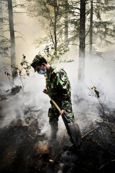 Hvert af de seneste tre årtier har været successivt varmere ved jordoverfladen end noget forudgående årti siden 1850, fastslår IPCC's rapport. Tirsdag sagde klimaforskere i Information, at de tvivler på, om de aktuelle danske klimatilpasningsinitiativer er gode nok. Billedet er fra Portugal, hvor militæret i sidste måned måtte hjælpe til under en voldsom skovbrand.