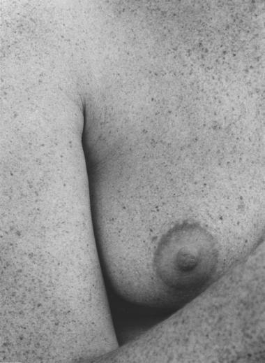 I den første udgave af 'Kvinde kend din krop' kaldte feministerne til kamp mod den undertrykkende lægevidenskab og kapitalisme. I næste uge udkommer 5. udgave, fyldt med billeder af kusser, hudfolder og bryster i frit fald. Information har spurgt tre debattører og en af bogens redaktører om, hvor opgøret om kroppen står anno 2013