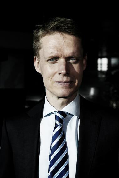 DONG's direktør Henrik Poulsen vil få den største gevinst af alle, hvis han udnytter sin ret til aktiekøb i forbindelse med salget af DONG til Goldman Sachs.