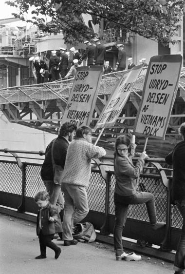 Demonstration mod Vietnam-krigen ved Langeliniekajen i København