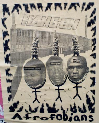 Dan Parks omstridte værk 'Hang on, afrofobians'. En udtalelse om angst for afrikanere fra formanden for Afrosvenskaras Riksförbund, Jallow Momodous, i forbindelse med et voldeligt overfald på Yusupha Sallah satte et eller andet i gang hos Dan Park, og han lavede kort efter denne kollage, hvor Jallow Momodous hænger yderst til venstre, Yusupha Sallah hænger i midten og en tredje sort mand, Aaron Alexis, hænger til højre. Foto fra Dan Parks profil på Twitter