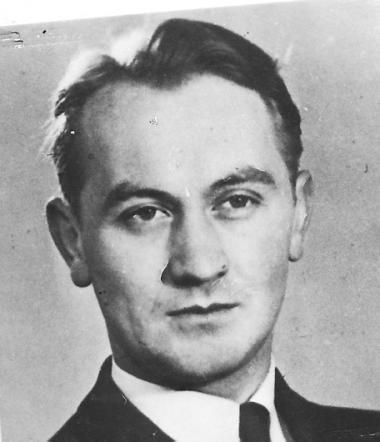 Erik V. Petersen (f. 1902) var leder af Hilfspolizei (HIPO) og chef for Schalburgkorpsets Efterretningstjeneste under 2. Verdenskrig. Skaber falske identiteter for Varulvene. Likvideret 19. april 1945 af Holger Danske-modstandsmænd.