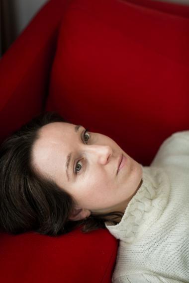 Forfatteren Maja Lucas har skrevet en bog om moderskabet og det grundlæggende tabu, at man som nybagt moder måske ikke trives i rollen, hvilket går stik imod alle forestillingerne om, hvad en mor skal leve op til.
