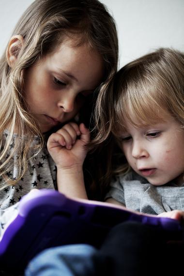 Hvis vores børn skal mestre en af fremtidens med sikkerhed vigtigste kompetencer: at lære at lære, er der behov for det omvendte af multitasking: nemlig unitasking