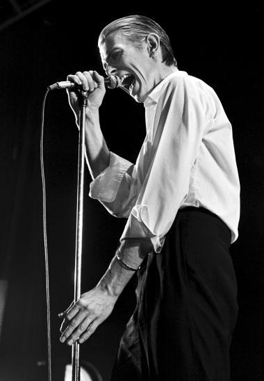 Det ligger som en rød tråd ned igennem antologien 'Changes', at det var farligheden, der var så tiltrækkende vedDavid Bowie.