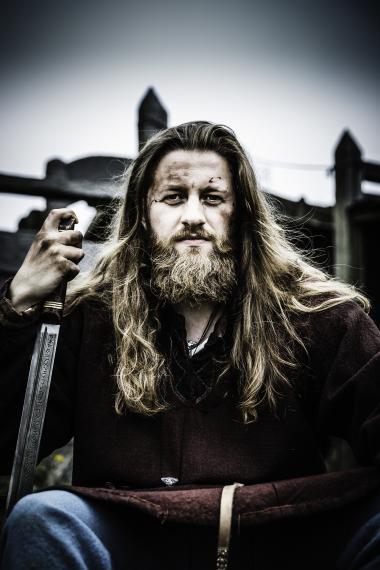 Tredje del af 'Historien om Danmark', der handler om Vikingetiden, er præget af en selvglæde, som 'skurrer en smule' i ørerne på Informations anmelder.