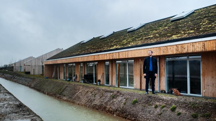 Morten Østergaard på besøg hos det bæredygtige boligbyggeri Lensmarken i  Faaborg-Midtfyn Kommune. De de7072169e6ac