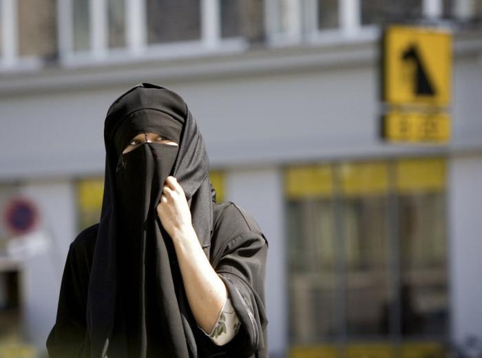 770aa5b2c24 Det er undertrykkende at tvinge en kvinde til at tage det af, som hun bærer