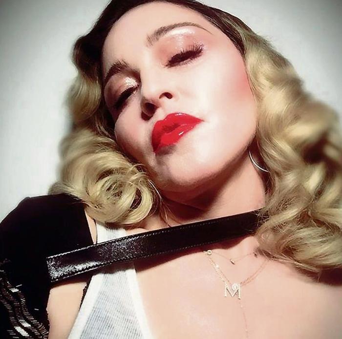 ee00cbeb888 Den gennembotoxede, hyperfitte næsten 60-årig Madonna er et levende symbol  på, at