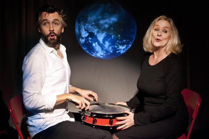 23036996448 Susanne Breuning og Rasmus Krogsgaard klæder hinanden smukt som digteren og  hans muse i Knud Pheiffer