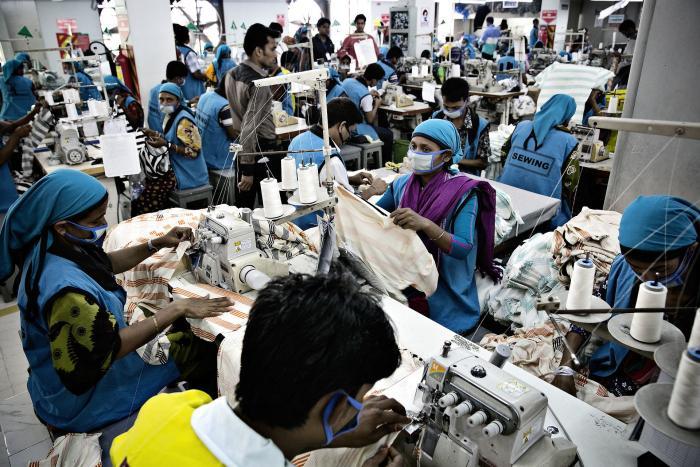 06bf97f3d25 I udkanten af Dhaka, Bangladesh, ligger fabrikken Oeko-Tex, der producerer  og
