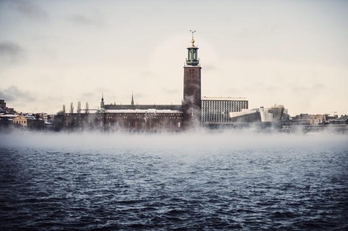 aa575a71f9e Damp stiger op fra havet i et iskoldt Stockholm. Den svenske hovedstad har  beregnet sit