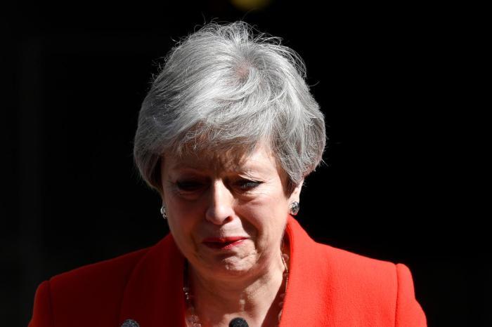 Theresa May var ifølge aviserne »grådkvalt«, da hun 24. maj 2019 meddelte, at hun vil forlade posten som Storbritanniens premierminister.