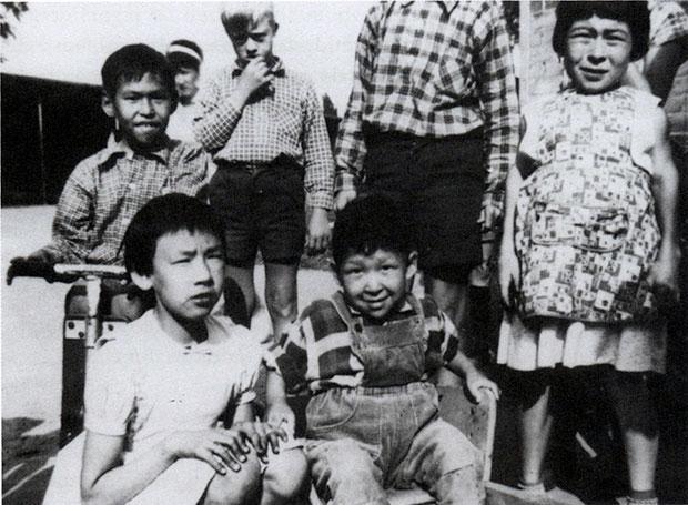 Grønlandske børn på den store centralinstitution Andersvænge ved Slagelse i 1960'erne. Alle de udviklingshæmmede grønlændere kom til Vestsjælland Amt og størstedelen af dem, befinder sig stadig i Danmark enten på institution eller i egen bolig med støtte.
