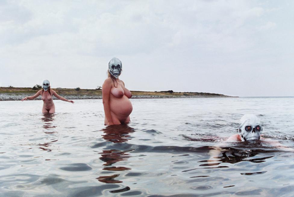 Hanna Liden f. 1976, Sverige. Bathers 2002. Courtesy Hanna Liden.