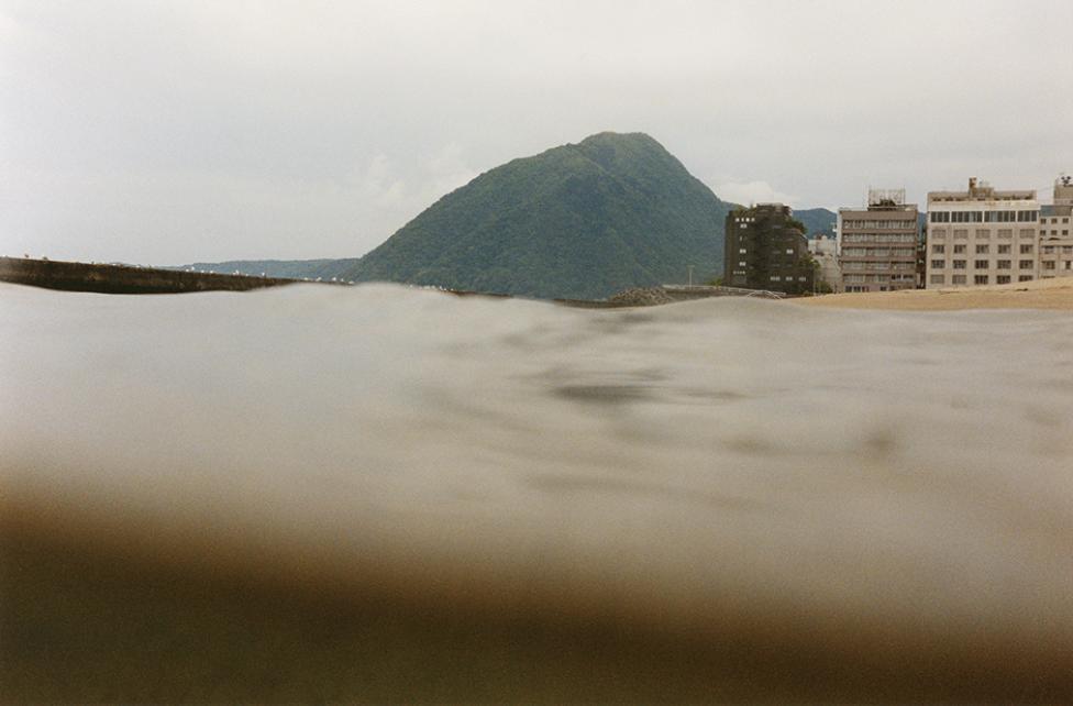 Beppu, 2003. Fra serien: 'Half awake and half asleep in the water'. Copyright 2010 Asako Narahashi