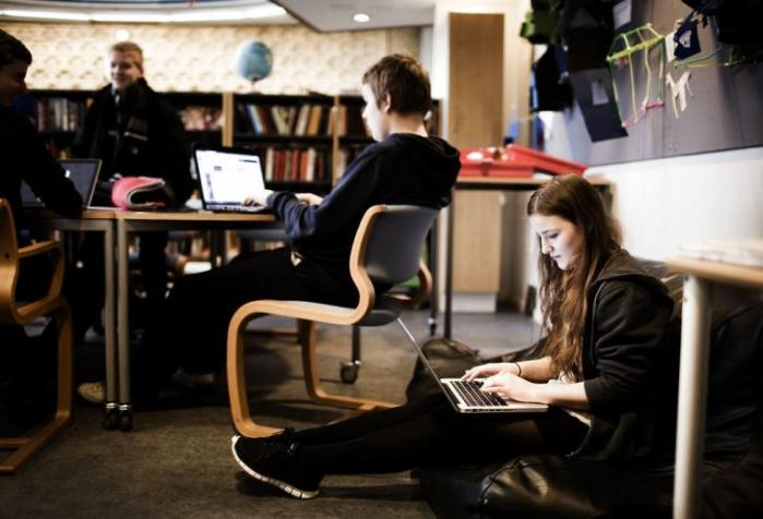 Folkeskolens fokus på elevernes personlighedsudvikling stigmatiserer de svageste elever, mener lektor ved Københavns Universitet Trine Øland med speciale i pædagogisk sociologi og pædagogisk historie. Her fortæller hun om fire bøger, hun mener bør give anledning til diskussion af de herskende idealer for skolepædagogik.