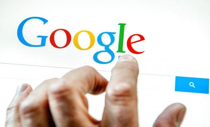 I sidste uge vedtog EU-parlamentet at EU-borgere har ret til at få links slettet fra Google, hvis det krænker deres privatlivet. En talsperson fra Google i Danmark kalder den nye dom skuffende. Men skal retten til privatliv trumfe retten til at ytre sig?