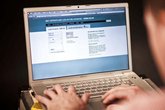 Retten til privatliv og databeskyttelse har fyldt meget i den offentlige debat det seneste år, internationalt såvel som i Danmark. Rikke Frank Jørgensen skriver om udfordringerne ved at fusionere de menneskeretlige standarder for ret til privatliv med en voksende digitalisering af alle vores data.