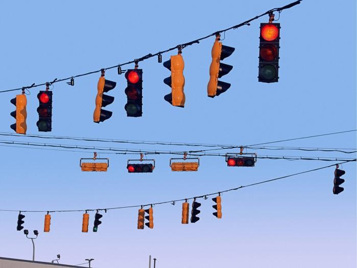 Akkreditering er en lyskurvsregulerings-teknologi. Ideen er, at et specialiseret organ godkender, ikke-godkender eller eventuelt betinget godkender en given aktivitet eller organisation.