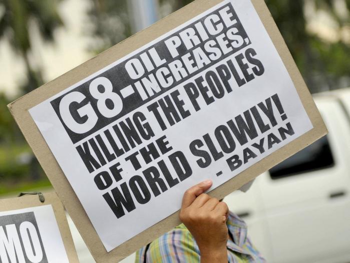 Striden om globaliseringen er ikke længere -bare- kamp på gaderne. Intellektuelle fylder nu tiltrængt avisspalternes klummer med emnet.