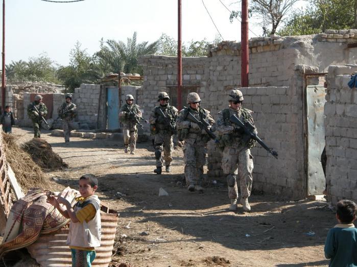 Statsminister Anders Fogh Rasmussen skal i dag endnu en gang krydsforhøres om grundlaget for at sende danske soldater i krig i Irak.