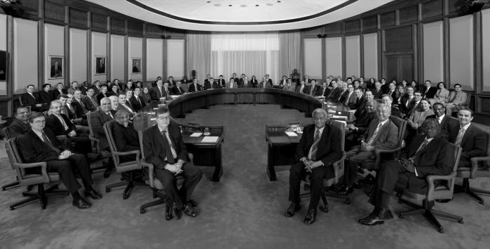 Ingen sætter længere spørgsmålstegn ved de store pengespilleres ret til at styre verden, siger Richard Brouillette. Her er der møde i IMF.