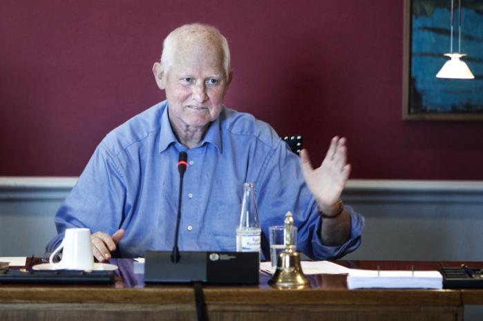 Det er vigtigt, at Grundloven bliver folkets og ikke juristernes lov, som den er nu, mener Socialdemokraternes grundlovsordfører Svend Auken, der sammen med SF, Radikale og Enhedslisten vil have en mere gennemgribende ændring af Grundloven