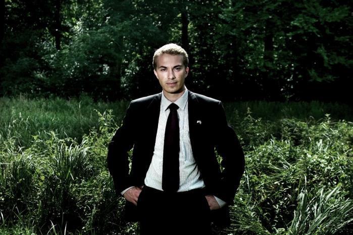 Ikke bare ung. Morten Messerschmidt er en af de få unge politikere, der har formået at komme i medierne for andet end at være ung. De negative sager har fyldt mest, men han har efter hver dukkert formået at komme igen.
