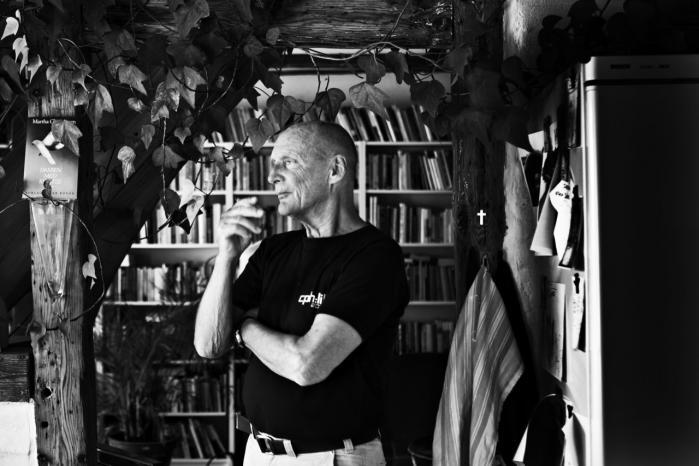 Per Kofod. Forlæggeren Per Kofod beskrives som en 'enestående forsvarer for kvalitet og mangfoldighed'. Information har mødt den kompromisløse forlægger til en snak om venskabet med digteren Frank Jæger, ungdommen i Paris, hvor han startede Frankrigs første bogcafé, og hans mange år som forlægger for skiftende arbejdsgivere, inden han omsider oprettede sit eget forlag og opfandt guldægget Paul Auster.