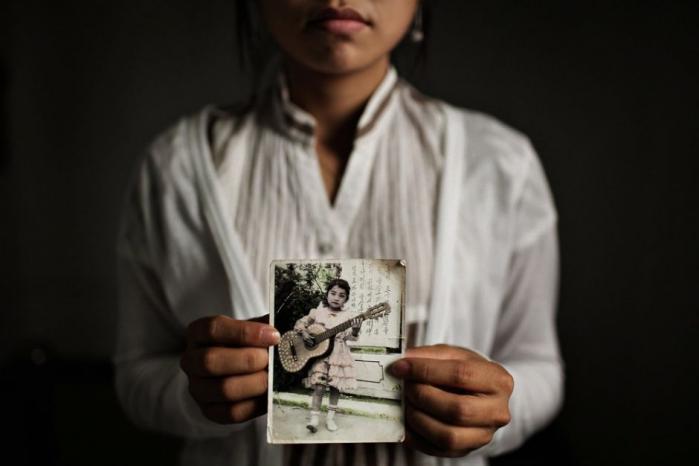 Plaget af sult og undertrykkelse flygter tusinder af kvinder hvert år fra Nordkorea til Kina. Nogle bliver ofre for vold og tvangsægteskaber, mens andre fortsætter flugten mod Sydkorea. Kristne præster hjælper kvinderne på vej, men bringer dem også i fare med Guds stempel. Og hvor ender rejsen egentlig? Vi har fulgt tre kvinder på jagt efter friheden – i Shenyang, Bangkok og Seoul
