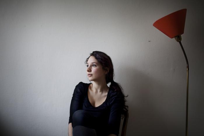 Debut. Ida Marie Hede, der fylder 30 år om få dage. Hun afsluttede Forfatterskolen i 2008 og er ved at skrive sit afsluttende speciale i kunsthistorie på Københavns Universitet. Bogen 'Seancer' er hendes debut.
