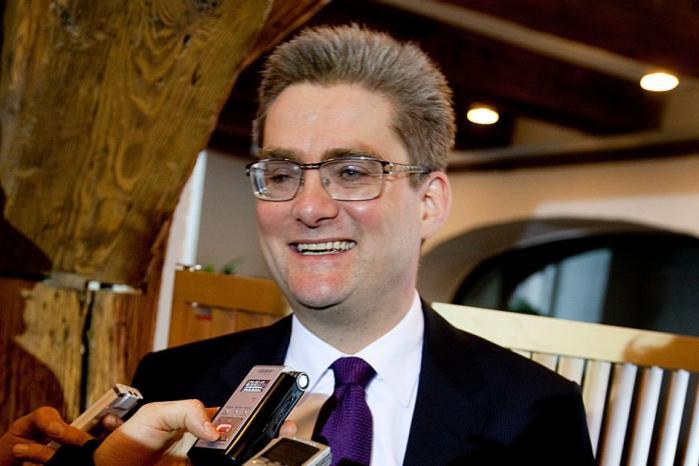 Lene Espersen (K) er ny  i det udenrigspolitiske game, så værdi-politikeren Søren Pind (V), der nu har fået titel af udviklingsminister, får god mulighed for at boltre sig. Dermed kan debatten om Danmarks globale engagement blive hed