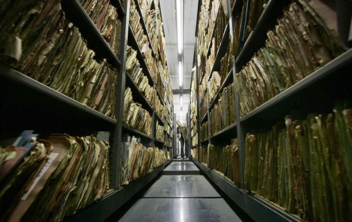 Stasis arkiver er et vidnesbyrd om den totalitære stats nidkære indsamling af enhver form for data om sine borgere. Netop mindet om Stasis virksomhed kan være årsag til, at modstanden mod firmaer som Google og Facebooks indsamling af persondata er særlig markant i Tyskland.