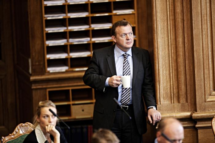 Ved sin tiltrædelse som statsminister den 5. april sidste år undlod Lars Løkke Rasmussen bevidst at lave alt for meget om. Et pludseligt, stort opgør med den politik, han selv har været en del af, ville have været utroværdigt og utryghedsskabende, vurderede han. Men efter et år er det fortsat uklart, hvor han vil hen, og det er et problem mener både Venstre-politikere og kommentatorer